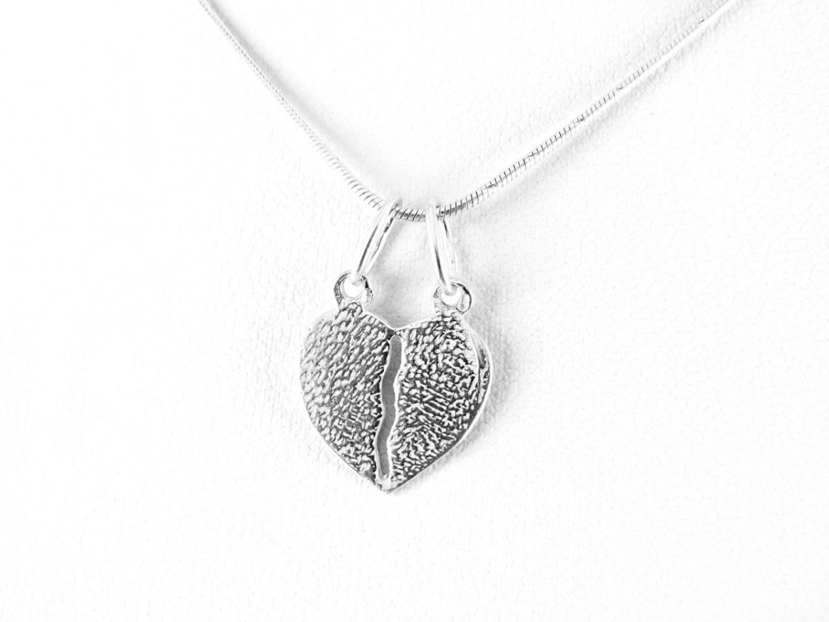f2cc4f070 Ezüst szív medál szerelmeseknek
