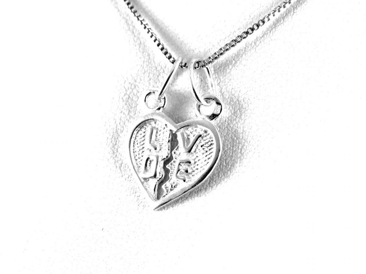 0e9aff6f2 Love feliratú, két arcos kettépattintható ezüst szív medál